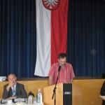Johannes Müllerschön am Rednerpult der Kreistagssitzung in Siegelsbach. Foto: Volker Bohn.