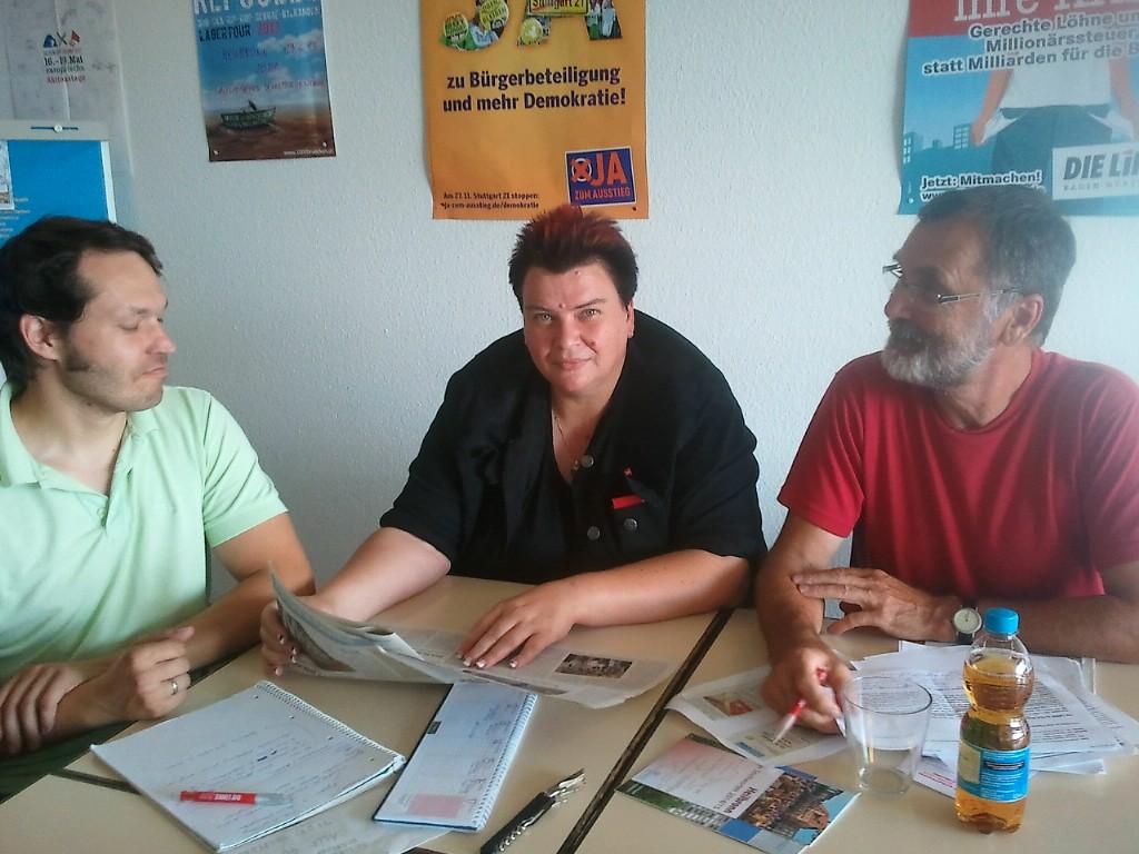 Stadträtin Michaelis und die beiden Kreisräte Johannes Müllerschln und Florian Vollert besprechen gemeinsame Themen.