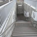 Sackgasse für RollifahrerInnen u.a.: am Bahnhof in Gundelsheim.  (Bild: Archiv/jom)