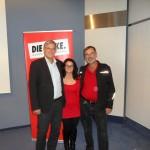 Ayse und Johannes mit Bernd Riexinger.