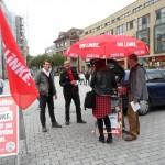 Während Müllerschön Flyer verteilt, sammelt Wanner Unterstützungsunterschriften für die Landtagswahl (Foto: J. Patzelt).