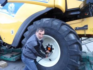 Müllerschön ist von Beruf Landmaschinenmechaniker und schaut als Betriebsratsvorsitzender, dass es im Betrieb rund läuft, ohne dass die Interessen der Beschäftigten unter die Räder kommen. (Foto: lf)