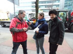 Noch vor der Demo am Potsdamer Platz - Interview mit den jungen Machern von Audio Agrar. (Foto, him)