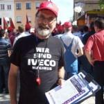...beim Unterschriftensammeln gegen die Schließung der LKW Produktion in Ulm auf dem Neckarsulmer Marktplatz.