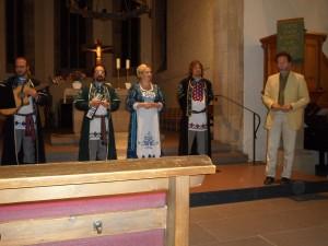 Pfarrer Ulrich Koring eröffnete den musikalischen Abend.