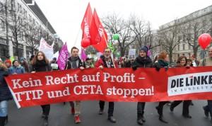 Die Bundestagsfraktion der Linkspartei und ihre verbraucherpolitische Sprecherin Karin Binder riefen mit auf zur Demo.